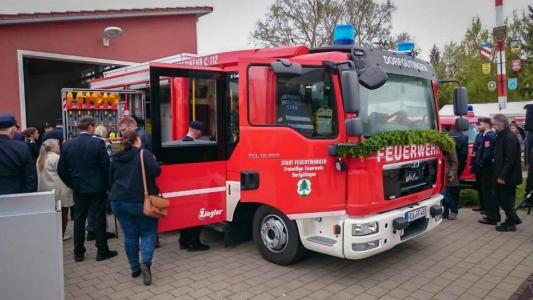 Einweihung Feuerwehrauto Dorfgütingen 2