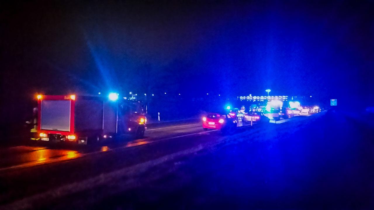 15.11.2016 (22:39) Verkehrsunfall – mehrere Personen eingeklemmt