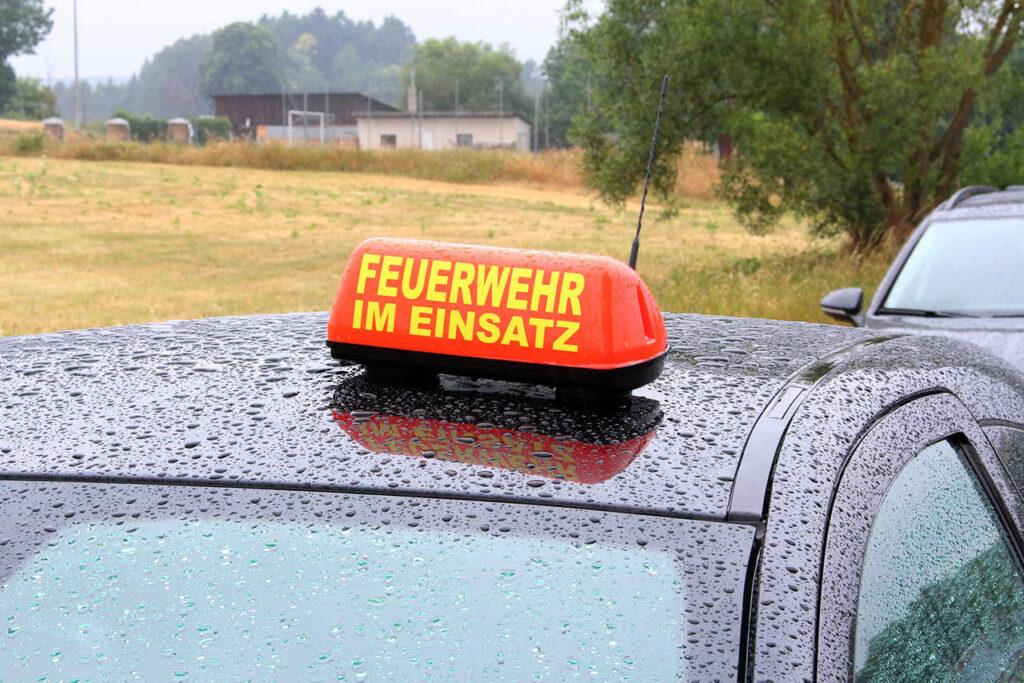 Dachaufsetzer in rot auf Privatpkw