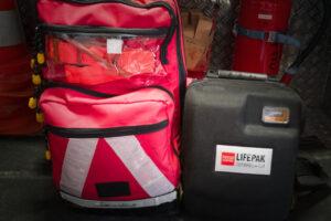 Symbolbild First Responder Einsatz - zu sehen ist unser Notfallrucksack und der AED