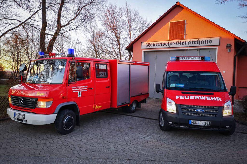 Das TSF-W und das MTW vor dem Feuerwehrhaus in Breitenau