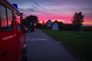 Das TSF-W im Sonnenuntergang am Übungsort in Sperbersbach